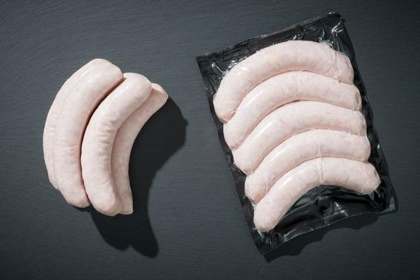 Bratwurst vom Aktivstall-Schwein mit Käsewürfeln