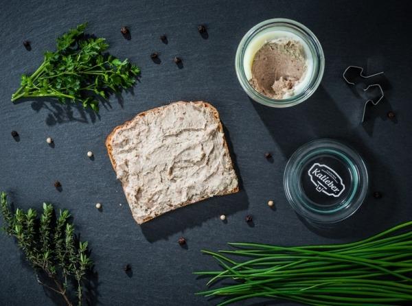Hausmacher-Kräuter-Leberwurst vom Bunten Bentheimer Schwein
